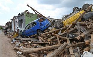 La tornade a tué cinq personnes et fait plus de 60 blessés.