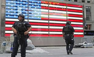 Des policiers lourdement armés à Times Square, à New York, le 18 septembre 2016.