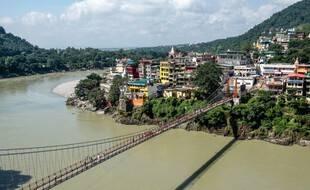 Le pont Lakshman Jhula, sur lequel la vidéo à été tournée.