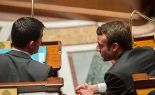 Le Premier ministre Manuel Valls et le ministre de l'Economie Emmanuel Macron à l'Assemblée nationale, le 18 novembre 2014