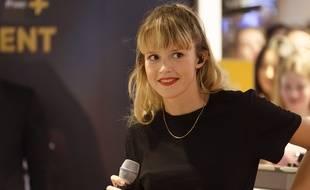 La chanteuse Angèle à Paris.