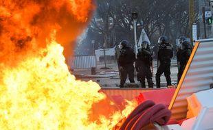Des heurts sont survenus à l'issue de la manifestation des «gilets jaunes» à Angers.