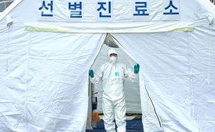 En Corée du sud, deuxième foyer mondial, le niveau d'alerte a été relevé.