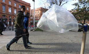 Toulouse, le 5 mars 2013. Fort vent dans le centre ville de toulouse.