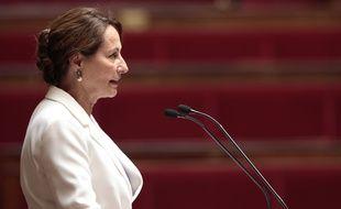 Ségolène Royal s'adresse aux députés avant l'ultime vote du texte de la loi sur la transition énergétique, le 22 juillet 2015.