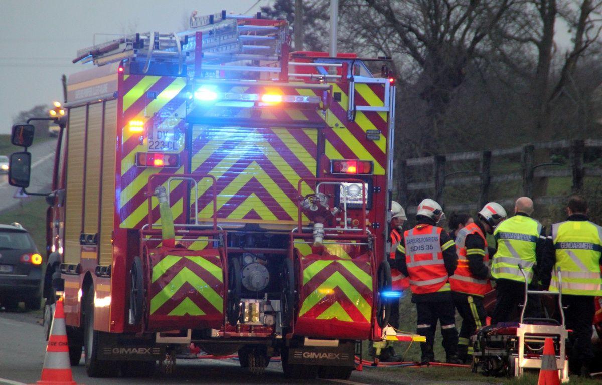 Illustration de l'intervention de pompiers et gendarmes lors d'un accident de la route. Ici en 2015 près de Rennes. – C. Allain / APEI / 20 Minutes