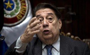 Le nouveau chef de la diplomatie paraguayenne José Felix Fernandez Estigarribia a indiqué vouloir participer au sommet du Mercosur jeudi et vendredi prochains à Mendoza (Argentine), mais le président destitué Fernando Lugo a lui aussi annoncé qu'il ferait le déplacement.