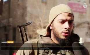 Une capture d'écran d'une vidéo de février 2015 fournie par Al-Hayat Media Centre montre le jihadiste français Salim Benghalem