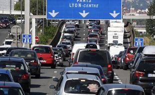 Des automobilistes sur l'autoroute A7 dans le sud de Lyon.