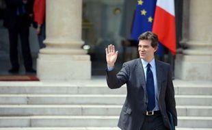 Le gouvernement étudie un éventuel soutien des pouvoirs publics au secteur automobile, à la suite de la demande d'aide formulée par Renault, a indiqué le ministre du Redressement productif Arnaud Montebourg.