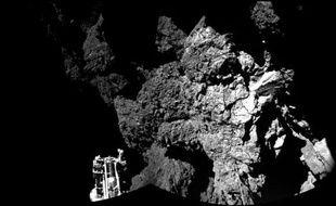 """Photo prise par le robot Philae posé sur la comète """"Tchouri"""" et transmise par l'Agence spatiale européenne le 13 novembre 2014"""