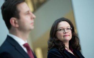 La ministre allemande du Travail Andrea Nahles (d) et son homologue polonais Wladyslaw Kosiniak-Kamysz (g) lors d'une conférence de presse à Berlin le 30 janvier 2015