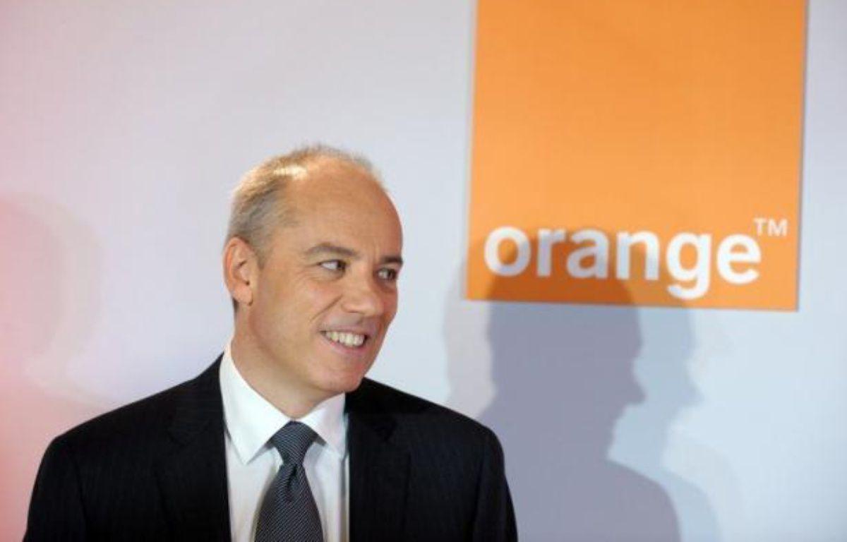 Le PDG de France Télécom/Orange Stéphane Richard assure que le contrat, vivement critiqué par ses concurrents, permettant au nouvel opérateur mobile Free d'utiliser le réseau de son groupe pour acheminer ses appels vers ses clients rapportera plus d'un milliard d'euros. – Eric Piermont afp.com