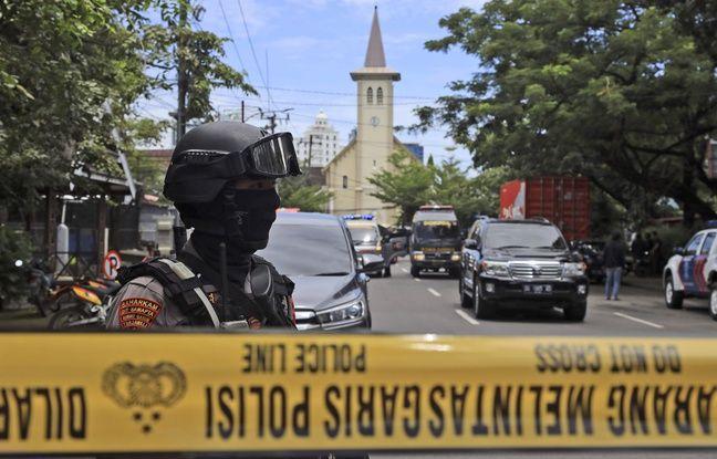648x415 la police devant la cathedrale de la ville indonesienne de makassar le 28 mars 2021