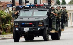 Les hommes du SWAT de la police de Los Angeles arpentent les rues pour retrouver le fugitif, le 25 juin 2013.