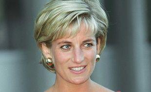 Diana, lors d'une visite à un centre pour enfants en Grande-Bretagne, le 21 juillet 1997.