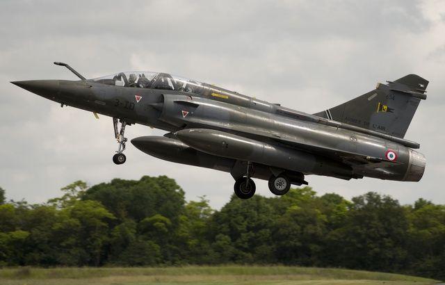 Un avion de chasse passe le mur du son, les habitants paniquent 640x410_mirage-2000-lors-repetitions-defile-14-juillet-base-aerienne-chateaudun