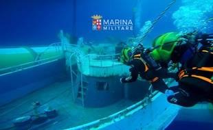 L'épave du navire dont le naufrage en avril 2015 a tué l'adolescent malien.