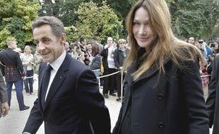 Nicolas Sarkozy et Carla Bruni acceuillant les visiteurs à l'Elysée le samedi 17 septembre pour le coup d'envoie des journées du patrimoine