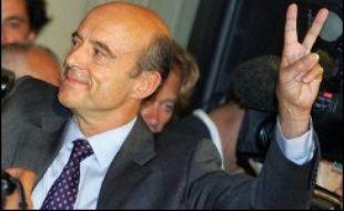 L'ancien Premier ministre Alain Juppé a réussi avec éclat son retour sur la scène politique, sa liste obtenant selon la mairie 56,24% des voix au premier tour de l'élection municipale anticipée de Bordeaux, lui permettant de retrouver son mandat de maire après sa condamnation en 2004.