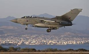 Un avion Tornado GR4 de la Royal Air Force atterrit à Chypre le 30 septembre 2014.