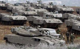 Lundi, des renforts d'infanterie et de blindés ont été déployés à la lisière de la bande de Gaza, selon des photographes de l'AFP.