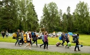 Des membres des Jeunes Travaillistes norvégiens arrivent sur l'île d'Utøya, pour le premier camp d'été,  quatre ans après l'attaque perpétrée par l'extrémiste de droite Anders Behring Breivik, qui avait tué 69 personnes le 22 juillet 2011.