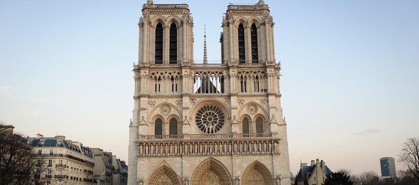 Illustration parvis de Notre Dame de Paris.