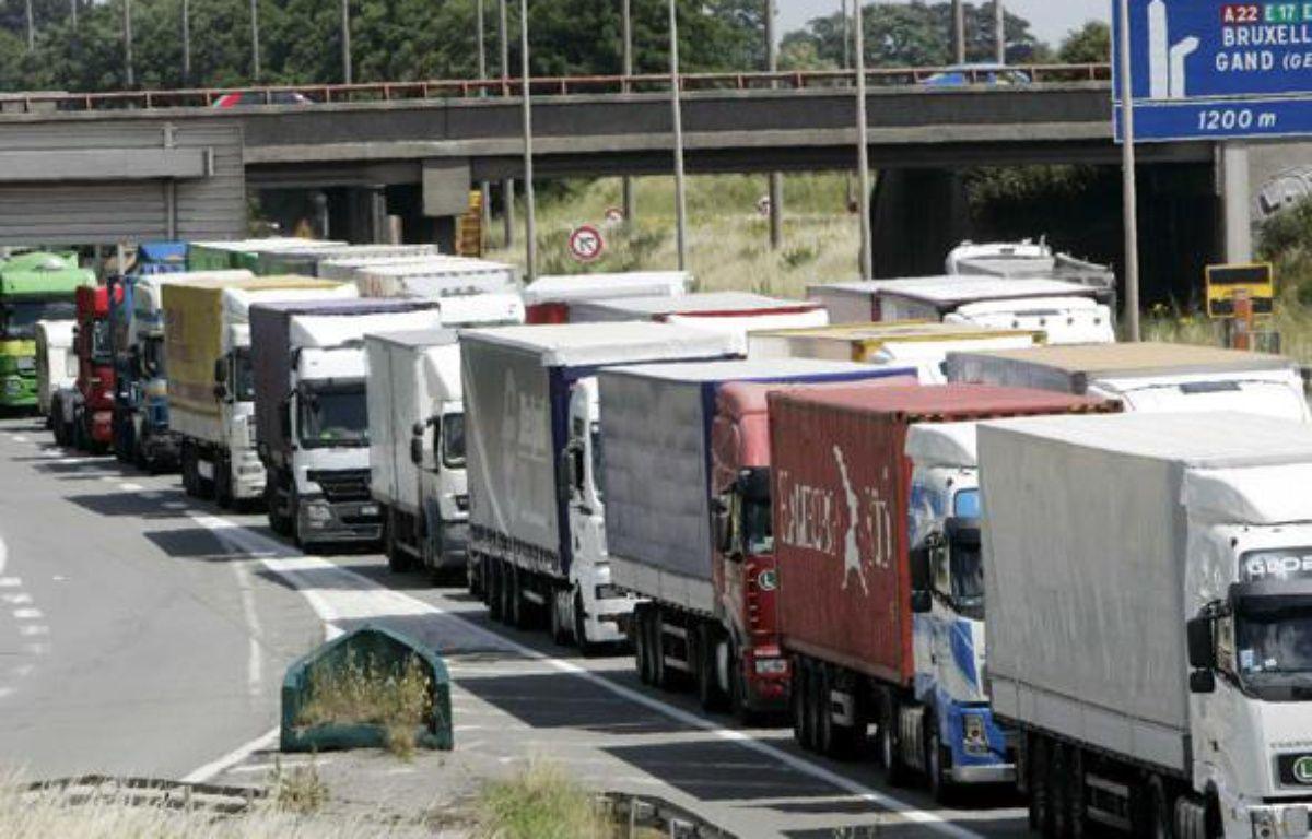 Une opération escargot de routiers, près de Lille, en juin 2008. – BAZIZ CHIBANE/SIPA