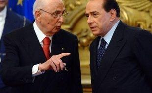 Le gouvernement de Silvio Berlusconi a adopté vendredi un décret-loi pour interdire la suspension de l'alimentation des personnes dans le coma mais le président de la République a refusé de le signer, contraignant le chef du gouvernement à choisir la voie plus longue du projet de loi voté par le Parlement.