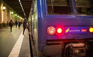 Un train Transilien au départ de la gare de Lyon, le 13 janvier 2020 à Paris (12e), pendant la grève contre le projet de réforme des retraites