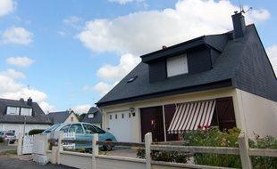 Des scellés ont été posés sur les portes de la maison de Noyal-Châtillon-sur-Seiche où un homme a été poignardé.
