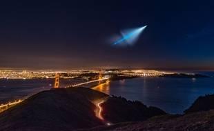 Un ovni ? Non, un tir de missile balistique au-dessus de San Francisco.