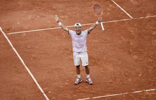 L'Argentin Diego Schwartzman célèbre sa victoire contre l'Allemand Jan-Lennard Struff, à Roland-Garros, Paris, le 7juin 2021.