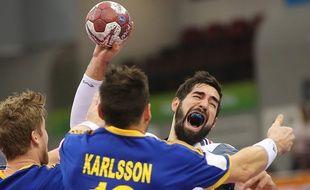L'international français Nikola Karabatic contre la Suède, lors des championnats du monde de handball, le 24 janvier 2015, au Qatar.