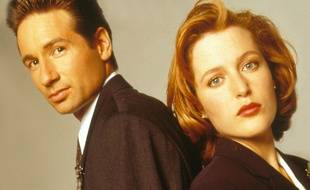 David Duchovny et Gillian Anderson dans X-Files, en 1995.