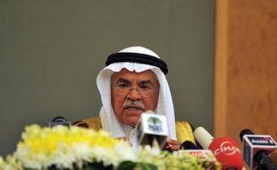 Le ministre saoudien du Pétrole, Ali al-Nouaïmi, a annoncé lundi que la production de son pays dépassait actuellement les 10 millions de barils/jour (mbj) de brut et de condensats, et assuré que le royaume était prêt à compenser toute pénurie.