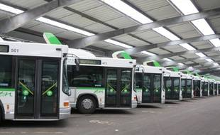 Tous les bus restent au garage depuis ce jeudi matin, comme ici au dépôt de Trentemoult.