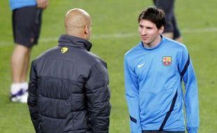 L'entraîneur du Barça Pep Guardiola (à g.) et l'Argentin Lionel Messi, le 6 mars 2012 à Barcelone.
