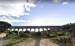 L'aqueduc de Comps (Gard) avant son effondrement.
