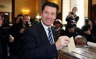 """Même s'il a affirmé qu'il ne changerait rien à sa politique, le président Nicolas Sarkozy a indiqué qu'il """"tiendrait naturellement compte"""" des résultats. Outre un mini-remaniement ministériel, il devrait surtout modifier son équipe à l'Elysée."""