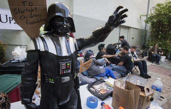 Des fans de «Star Wars» font déjà la queue devant un cinéma mythique de Los Angeles... Mark Hamill rend hommage à Luke Skywalker...