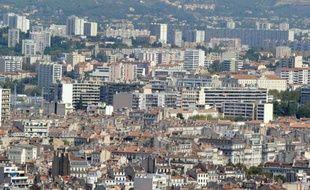 Deux hommes d'une vingtaine d'années ont été blessés par balles en début d'après-midi samedi dans une cité des quartiers Nord de Marseille.