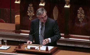 """L'ex-président UMP de l'Assemblée nationale, Bernard Accoyer, a supposé mercredi que """"l'inconscient"""" du Premier ministre avait parlé quand il a qualifié de non tabou un débat sur les 39 heures payées 39, et il a souhaité qu'il se """"ressaisisse""""."""