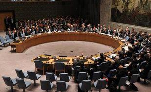 Les membres du conseil de sécurité de l'Onu votent à main levée le 27 septembre 2013 à New York une résolution contraignant Damas à détruire ses armes chimiques