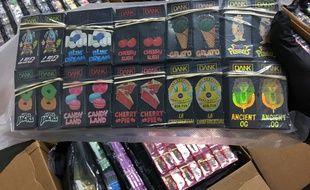 Saisies de recharges de e-liquides au THC vendues au marché noir dans le Minnesota sous la fausse marque Dank Vape.