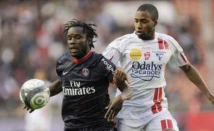L'attaquant du PSG, Peguy Luyindula (à gauche), lors d'un match de championnat face à Nancy, le 3 octobre 2009.
