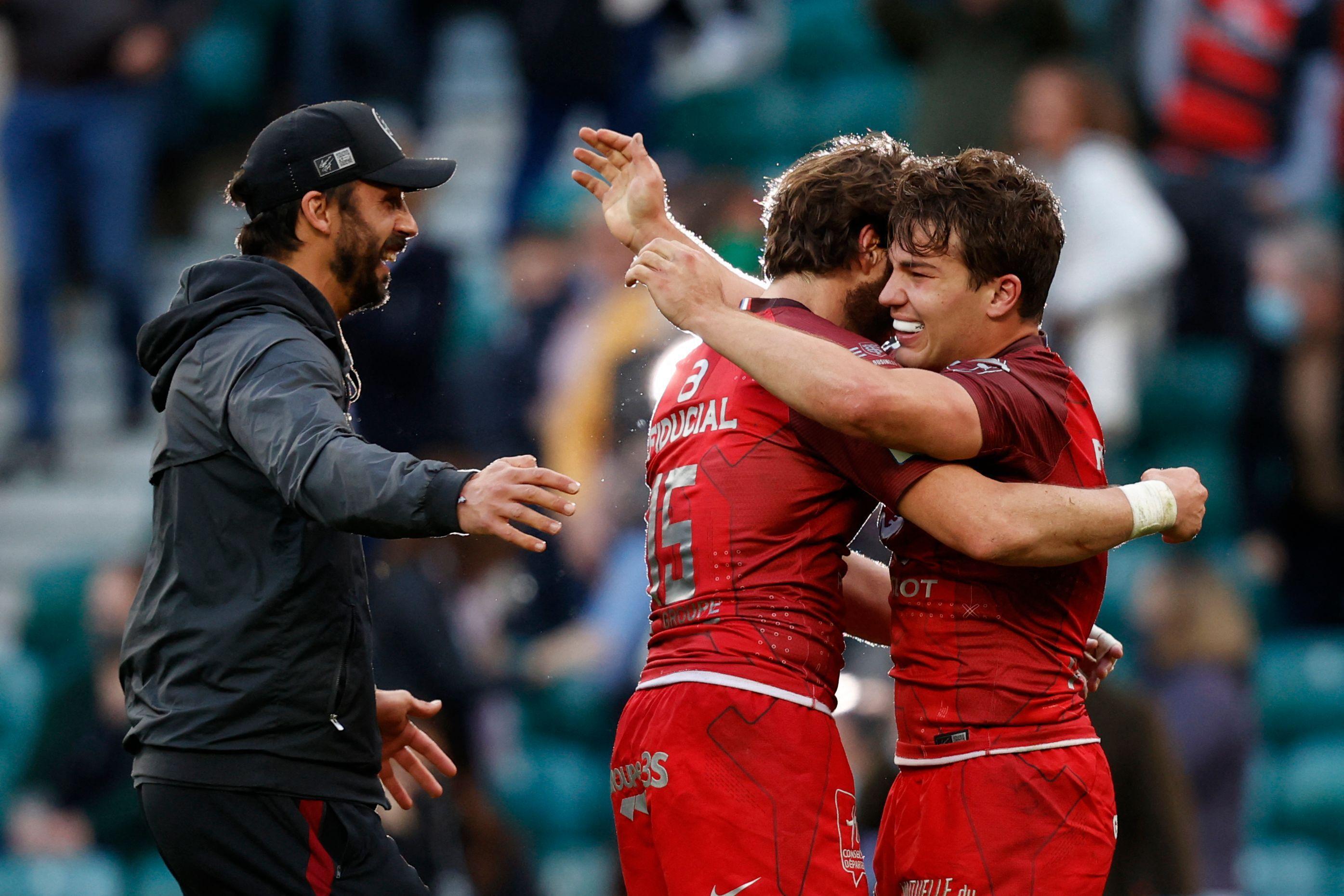 La joie de Clément Poitrenaud, Maxime Médard et Antoine Dupont après la victoire du Stade Toulousain en finale de la Coupe d'Europe de rugby contre La Rochelle, le 22 mai 2021 à Twickenham