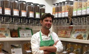 Eddy Diemunsch est le gérant de l'épicerie Day by Day installée rue Fondaudège à Bordeaux.