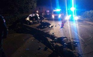La voiture du chauffard qui a percuté volontairement un poteau dans la nuit du 27 au 28 février 2017, à Castanet.